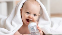 Bình sữa Dolphin có tốt không? Vệ sinh bình sữa đúng cách thế nào?